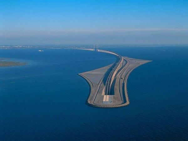 Cây cầu biến mất một nửa nối liền Đan Mạch và Thụy Điển