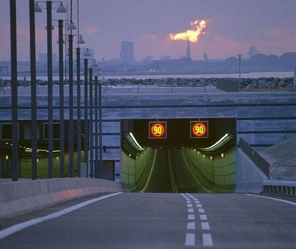 Cây cầu biến mất một nửa nối liền Đan Mạch và Thụy Điển 3