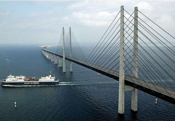 Cây cầu biến mất một nửa nối liền Đan Mạch và Thụy Điển 7