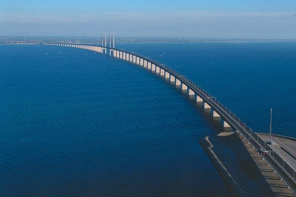 Cây cầu biến mất một nửa nối liền Đan Mạch và Thụy Điển 9